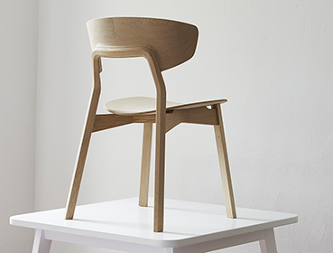 Making of Nonoto, Massivholzstuhl Eiche, Perspektive hinten, Produktion Nullserie, massiv wooden chair, back perspective