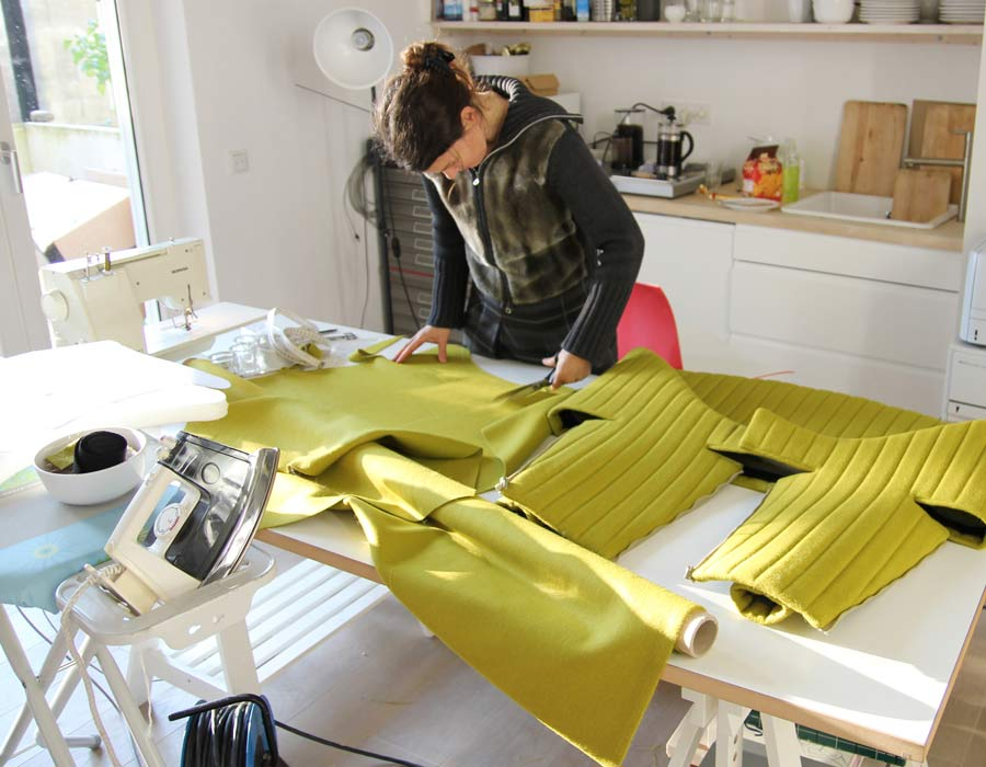 Offecct easy chair coupe - Julia Läufer working on the easy chair