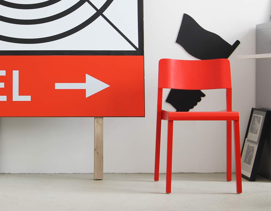 Thonet chair 330 - red chair next to a picture